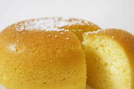 Sitruunainen jugurttikakku (japanilaisessa riisikeittimessä)