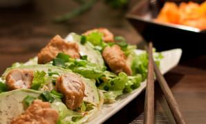 Kara age -kanaa salaattipedillä